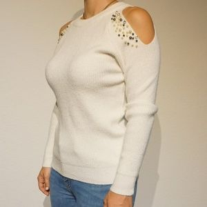 White long sleeve shirt with details